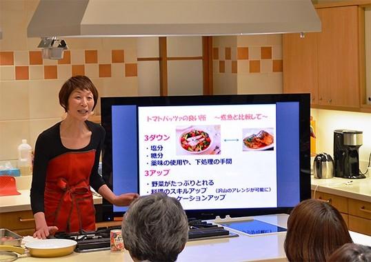 カゴメが提案する新メニュー「トマトパッツァ」の監修者、料理研究家の浜内千波さん