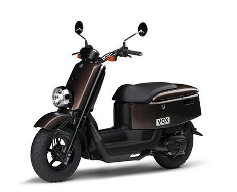 高い収納性とユニークなスタイルのスクーターに新色登場!