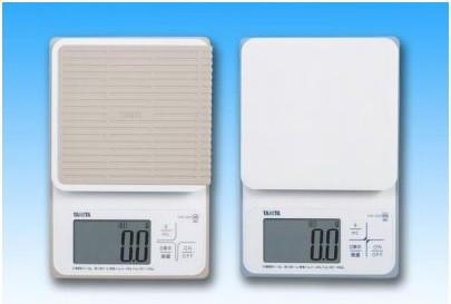 国内初、「微量モード」搭載で防塵・防水を実現! (写真は、左が「KW‐320」、「KW‐220」)