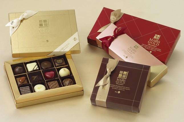 右上から下へ順に「ジャパンコレクション」「貴腐ワイン&マールドシャンパーニュトリュフ」「スペシャルナッツコレクション」。左が「メリーズ ゴールドショコラティエ ザ・ベスト」