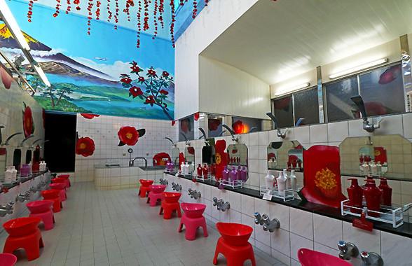 浴場内のシャンプーやトリートメントもTSUBAKI