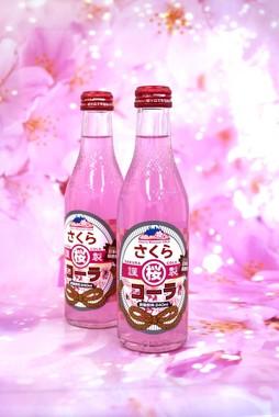 誰もが持つ桜のイメージを大切に、全体を優しいピンク色にまとめた