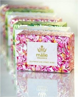 ハワイ原産の植物のエッセンスを贅沢に使用した固形石鹸「ラックス クリーム ソープ」
