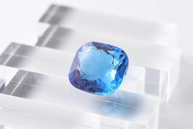 実在のダイヤモンドをあめで再現した「スイートジュエル」の新作