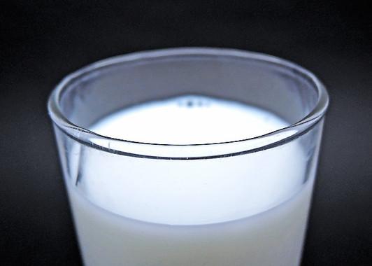 国内に流通する牛乳は国産100%だが…