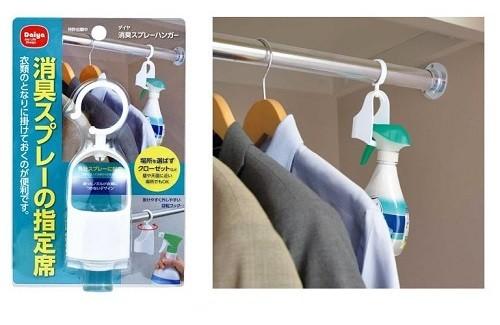 よく使う消臭スプレーを、衣類のすぐとなりにかけておけるのでとても便利!