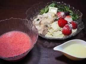 完熟苺とチキンスープをあわせたつけ汁とガーナホワイトの特製パウダーの絶妙なハーモニーを楽しめる