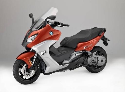新デザインと洗練された走行性能を実現したマキシ・スクーター