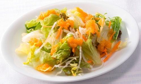 プラス103円(税込)で「国産野菜のミニサラダ」か、あるいは「コーンスープ」も