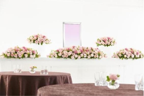 日比谷花壇オリジナルの花祭壇