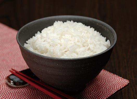 炊き上げた「つや姫」は、ご飯の粒が大きくて、もちもちした食感が特