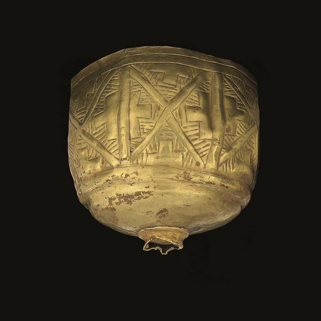 幾何学文脚付杯(前2100年~前2000年頃)©NMA / Thierry Ollivier