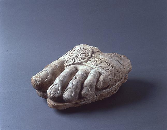 ゼウス神像左足断片(前3世紀