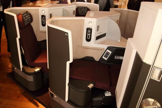 JAL「新ビジネスクラスシート」お披露目 7月からB777-200ER型機に ...