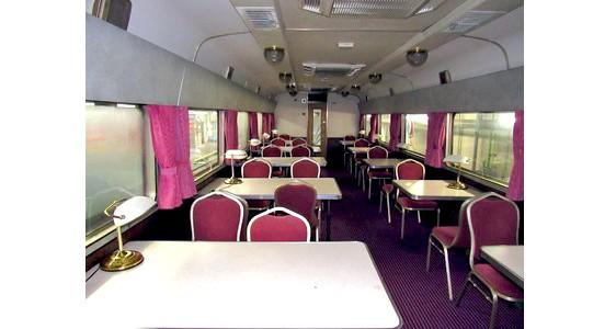 「北斗星」の食堂車両の内部