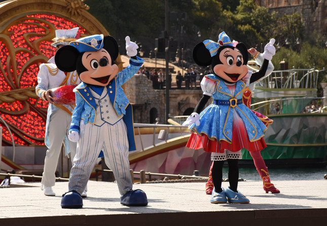 「クリスタル・ウィッシュ・ジャーニー」のミッキーマウスとミニーマウス