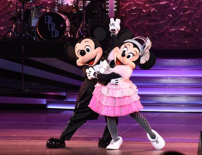 「ビッグバンドビート」のミッキーマウスとミニーマウス