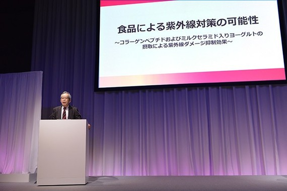 臨床研究の結果を発表する、再生未来クリニック神戸の市橋正光院長