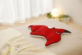 「チーバくんの安眠まくら」千葉県の人気ご当地キャラがモチーフ
