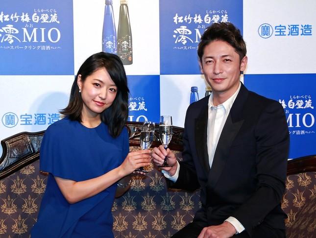 「澪」の新CM発表会に招かれた、井上真央さんと玉木宏さん