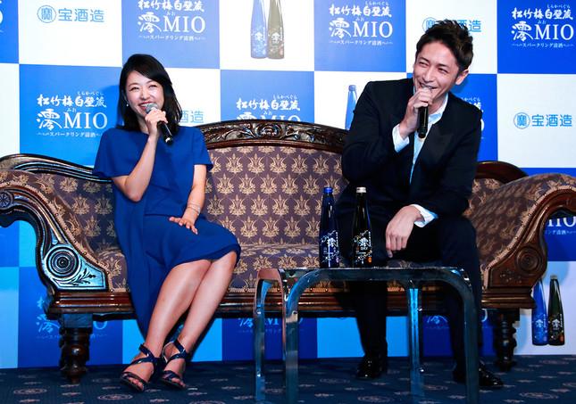元テレビ朝日アナウンサー・佐々木正洋さんの巧みな司会に、2人は終始笑いっぱなし