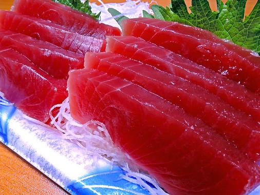 赤身の魚にプリン体は多く含まれている。エビも要注意