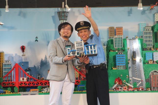柳沢さんと三井さんの共同作業でジオラマ完成