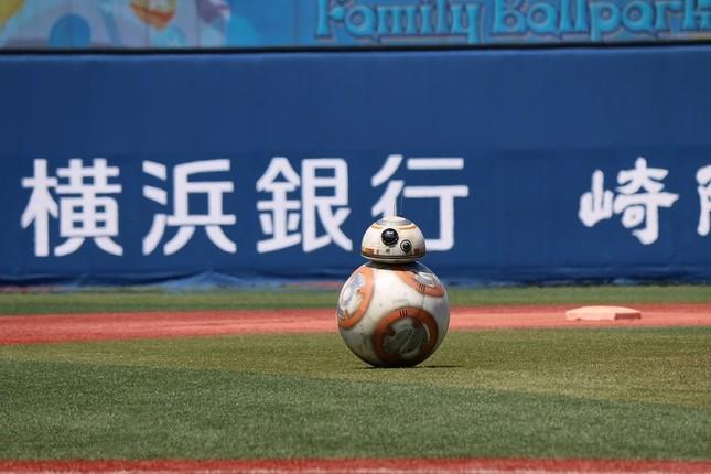 世界で初めて野球場に姿を見せた「BB-8」