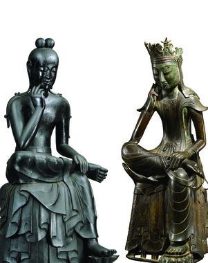 日韓関係の過去と現在そして未来に静かに思いをめぐらせているかのようだ</br> (左)国宝 半跏思惟像(奈良 中宮寺門跡)、(右)韓国国宝78号 半跏思惟像(韓国国立中央博物館、同博物館提供)