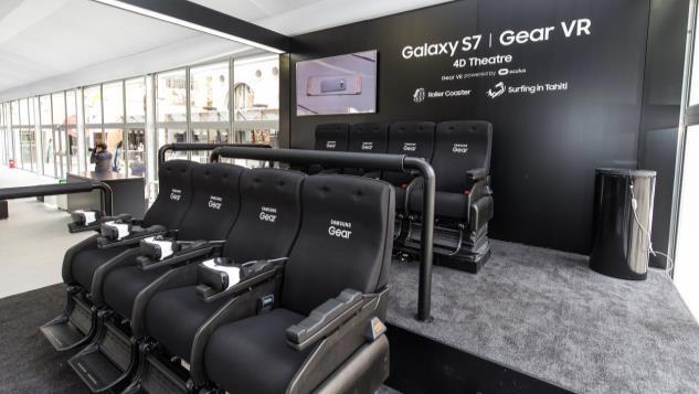 Gear VRブースに設置される「VR Theater」ではジェットコースター体験もできる