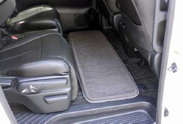 ロングサイズは後席の足元を一枚でカバー