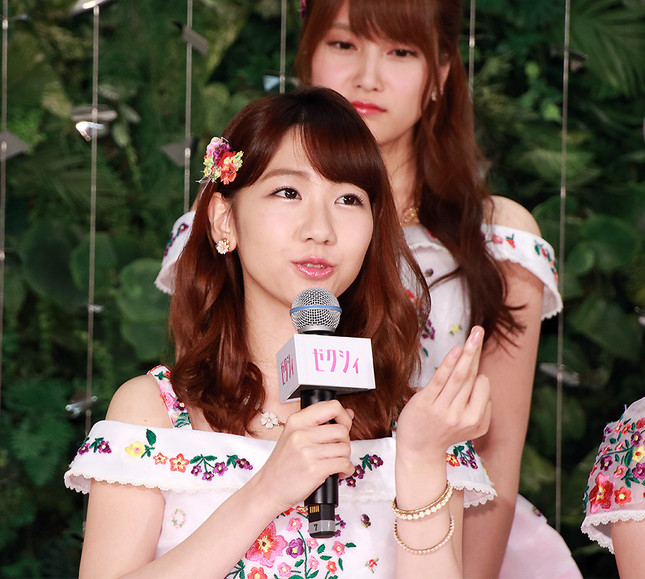 「CMソングに関する重大発表」に登場したAKB48の柏木由紀さん
