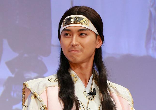 桃太郎役の松田翔太さん。前野さんとは他の仕事で共演したこともあり親しげな雰囲気