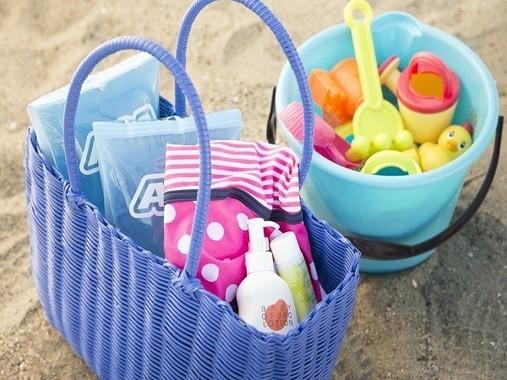 タオルや浮き輪などの海水浴に必要な道具の貸出、ビーチまでの送迎、パラソルの確保もついたサポートパックをご用意