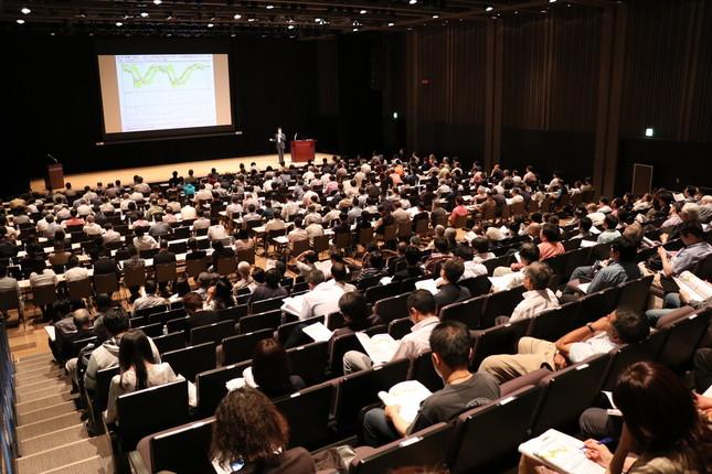 セミナーには300人を超える人が集まった