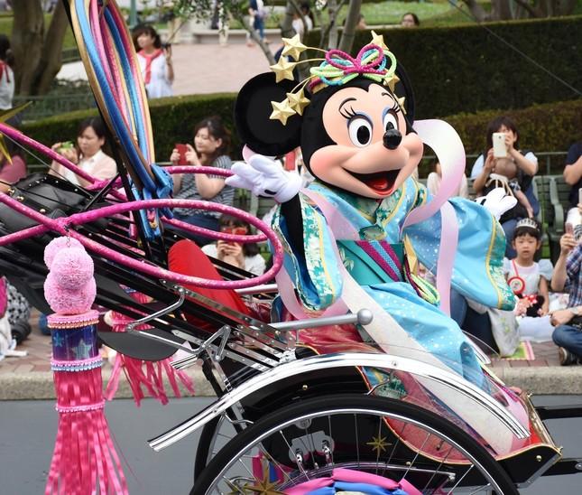 TDL「ディズニー七夕デイズ」 人力車に乗って登場したミニーマウス