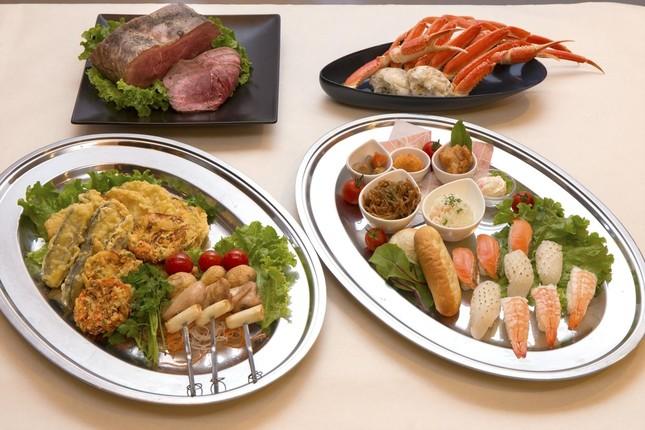 団体用メニューとして寿司やてんぷらなど20種の料理が楽しめるビュッフェを提供