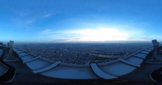 天气不佳时才能在晴空塔上看到的别样风景 通过VR模拟体验450米高处的高空作业