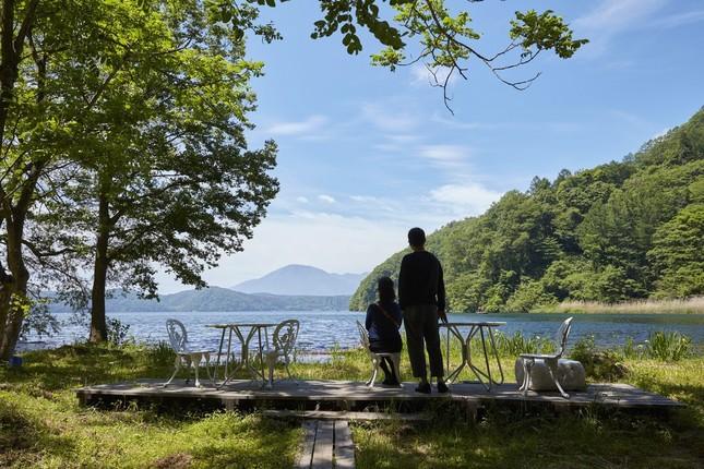 ロケーションは軽井沢に次ぐ避暑地としても有名な野尻湖畔