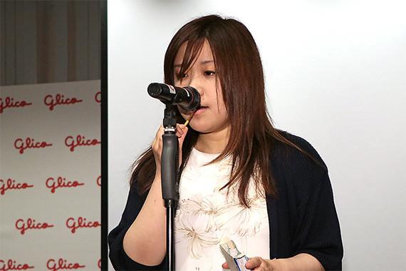女性代表として、クリプトン・フューチャー・メディアの宇惠野亜純さんもポッキーをかむ音でメロディーを奏でた