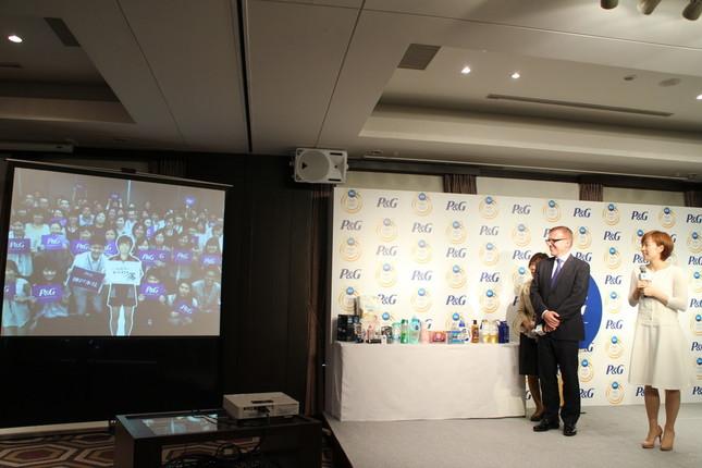 神戸オフィスからのエールに感激する石川選手