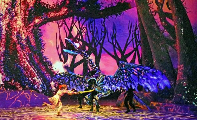 """TDSハンガーステージの新ミュージカル「アウト・オブ・シャドウランド」。引っ込み思案な少女が体験したサファリツアーで体験した""""冒険""""を通じて成長する様子を描く"""
