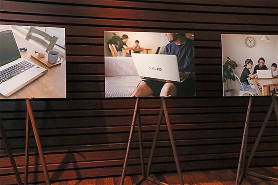 新製品発表会に展示されたメインビジュアルパネルのモデルは、セレクトショップBEAMSのスタッフとそのご家族