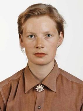 《Portrat (P. Stadtbaumer)》1988年C-print,210×165cm (C)Thomas Ruff VG Bild-Kunst, Bonn 2016