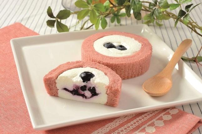 ブルーベリーとチーズのロールケーキ