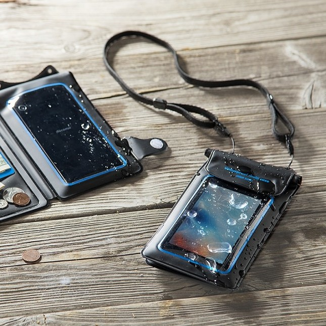スマートフォンと一緒に小銭や鍵、カードなども収納