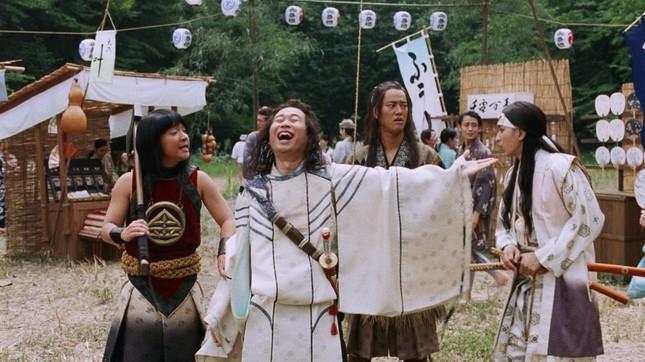 夏フェス会場に到着した三太郎の4人組