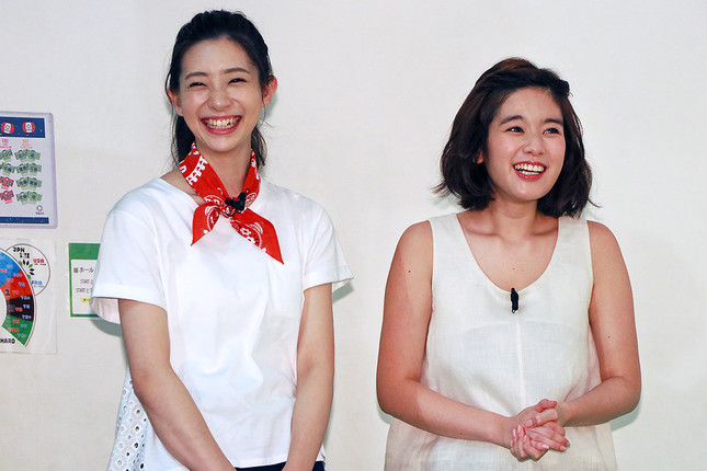 (写真左から)足立梨花さん、筧美和子さん