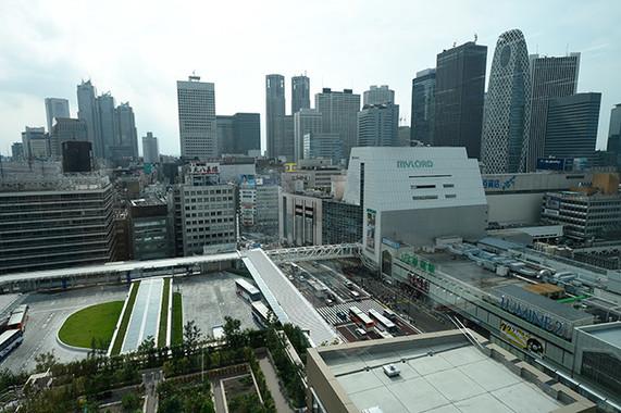 新宿オフィスはJR新宿ミライナタワー11階。新宿駅と直結