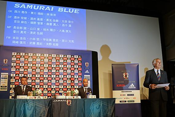 ワールドカップアジア最終予選の代表メンバー24人の名前がスクリーンに映し出された